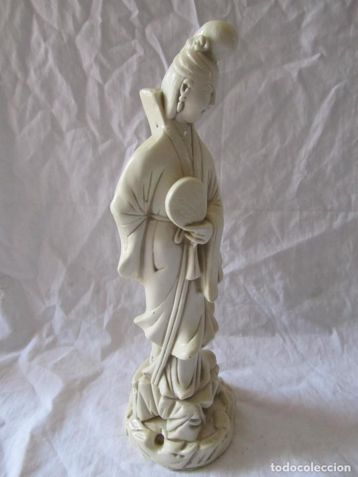 Arte: Estilizada figura de joven china o japonesa en resina, símil marfil - Foto 7 - 198196852