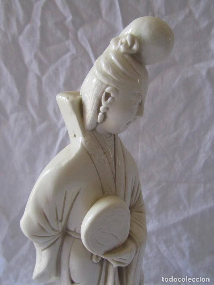 Arte: Estilizada figura de joven china o japonesa en resina, símil marfil - Foto 8 - 198196852