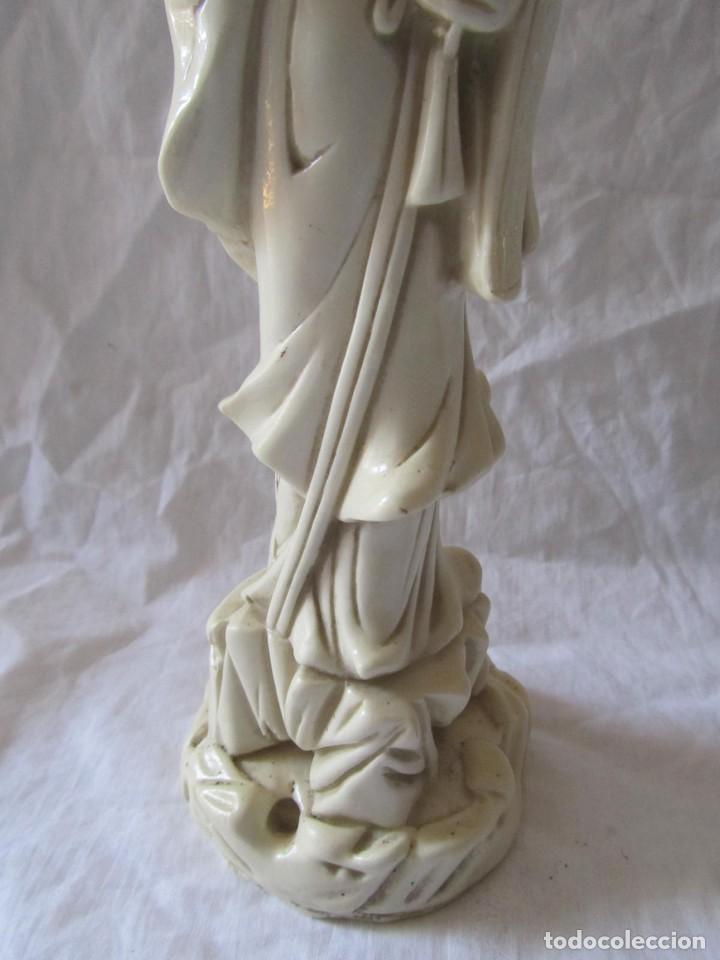 Arte: Estilizada figura de joven china o japonesa en resina, símil marfil - Foto 9 - 198196852