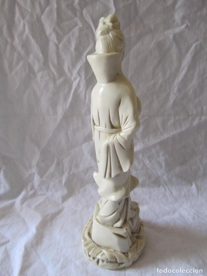 Arte: Estilizada figura de joven china o japonesa en resina, símil marfil - Foto 10 - 198196852
