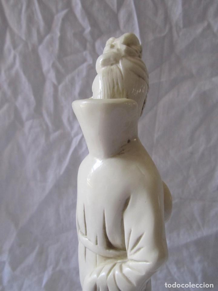 Arte: Estilizada figura de joven china o japonesa en resina, símil marfil - Foto 11 - 198196852