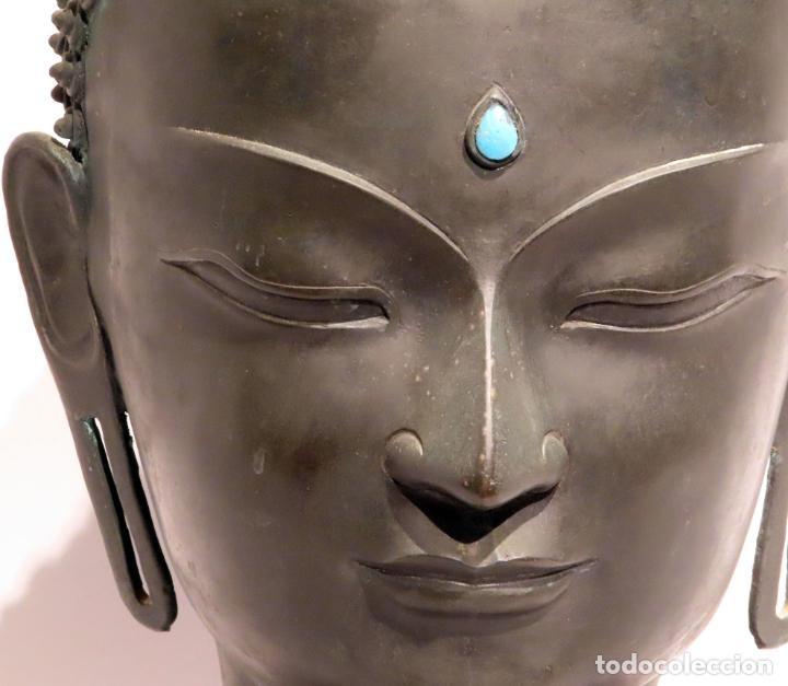 Arte: Busto de Buda en bronce con cabujón de piedras duras y peana de madera China siglo XIX - Foto 2 - 198812200