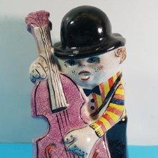Arte: FIGURA DE DAURO MADRID DE MUSICO CON CONTRABAJO 21 CM ALTO . Lote 198933803