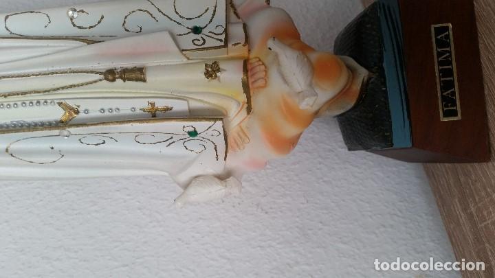 Arte: PRECIOSA VIRGEM DE FATIMA HECHA EN RESINA IMITINDO PORCELANA BASE DE MADEIRA MIDE 34,5CM - Foto 9 - 199289287