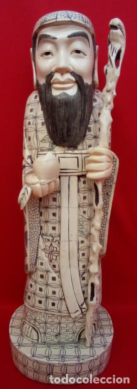 ESCULTURA DIOS ORIENTAL DE HUESO, CIRCA 1900. 47 CMS DE ALTURA (BUEN TAMAÑO). FIRMA EN LA BASE (Arte - Escultura - Hueso)