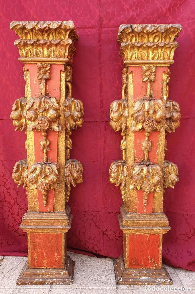 Arte: Importante pareja de pilastras en madera tallada, dorada y policromada en rojo y verde. Siglo XVII. - Foto 2 - 201274028