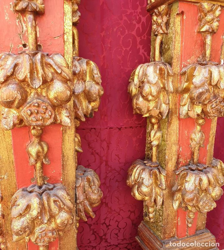 Arte: Importante pareja de pilastras en madera tallada, dorada y policromada en rojo y verde. Siglo XVII. - Foto 4 - 201274028