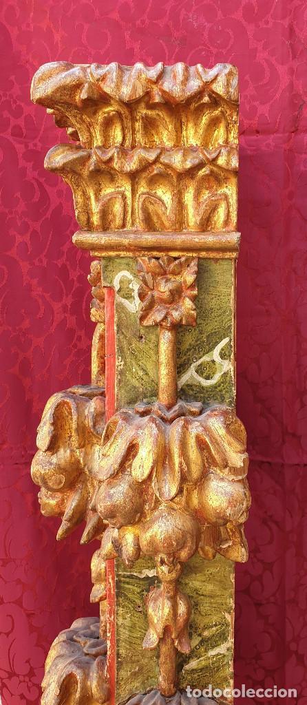 Arte: Importante pareja de pilastras en madera tallada, dorada y policromada en rojo y verde. Siglo XVII. - Foto 7 - 201274028