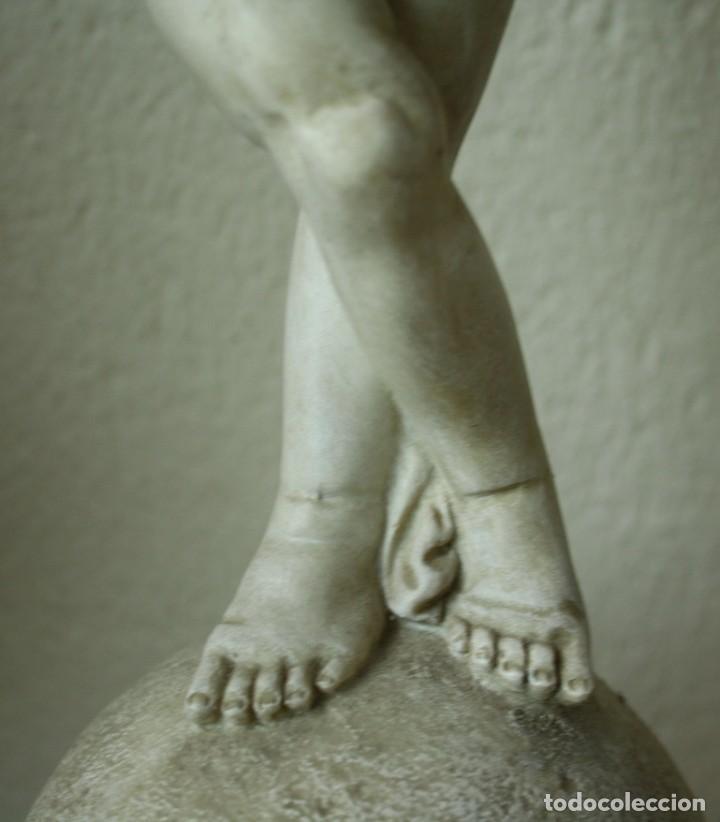 Arte: ANGEL O QUERUBIN SOBRE LA BOLA DEL MUNDO DE RESINA TENIA UNA FLAUTA 1748 GR ALTURA 50 CM DIAME 13CM - Foto 5 - 201555688