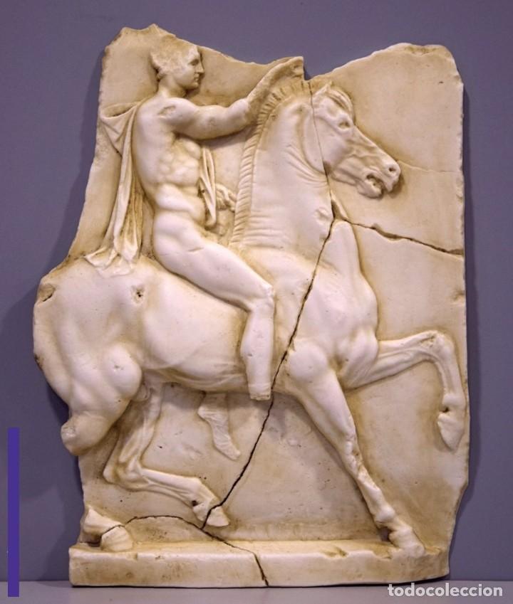 BAJORELIEVE GRIEGO JINETE. RODAS. SIGLO IV A. C, GRECIA. REPRESENTACIÓN DE DE UN JINETE - 37X28CM (Arte - Escultura - Piedra)
