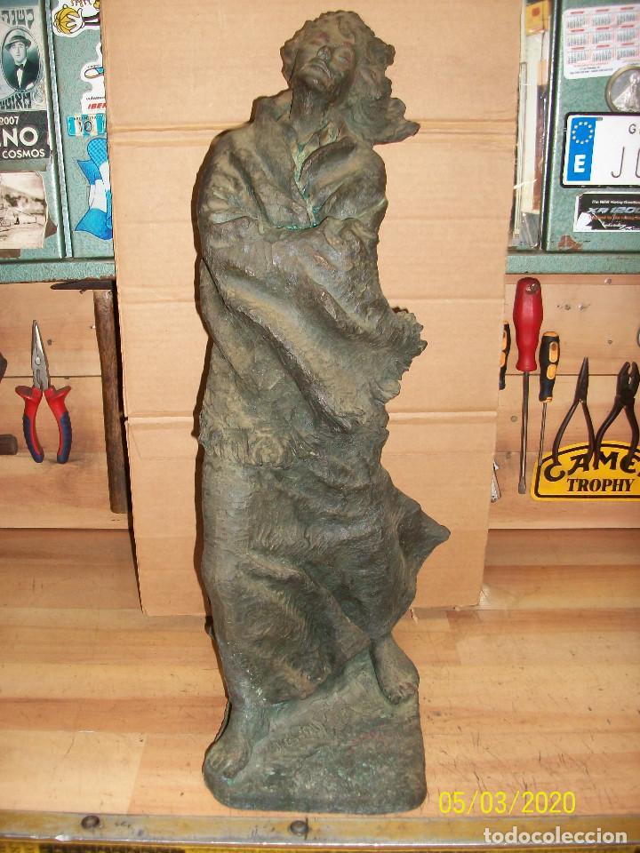 ESCULTURA FIRMANDA POR JOSEP BOFILL-Nº 85- ALTO-52 CM (Arte - Escultura - Resina)