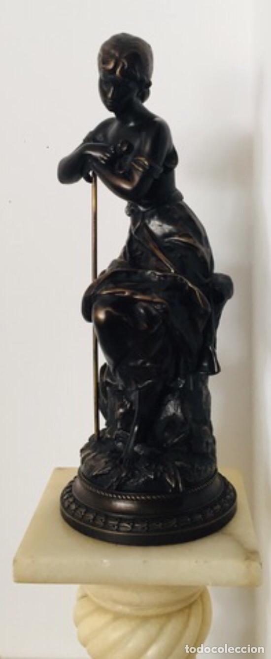 ESCULTURA DE JOVEN CLÁSICA DE RESINA (Arte - Escultura - Resina)