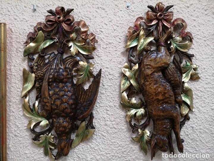 2 ESCUDOS DE CAZA MADERA DE NOGAL (Arte - Escultura - Madera)