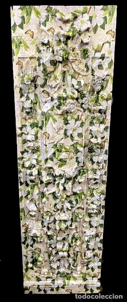 TABLA EFECTO RETABLO DECORADA CON FLORES CAMELIAS, MARIPOSAS,... (Arte - Escultura - Resina)