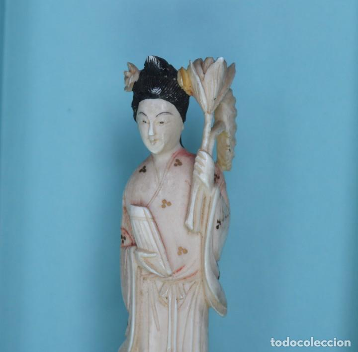 TALLA JAPONESA DE MARFIL PINTADO. JAPANESE SCULPTURE OF PAINTED IVORY. (Arte - Escultura - Marfil)