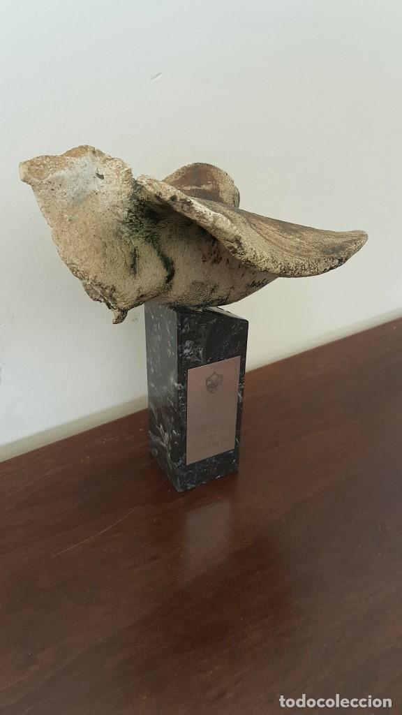 MADOLA, MARIA ANGELES DOMINGO LAPLANA, PALOMA, GRES ESMALTADO, PLACA DE PLATA DE LEY, PREMIA DE DALT (Arte - Escultura - Terracota )