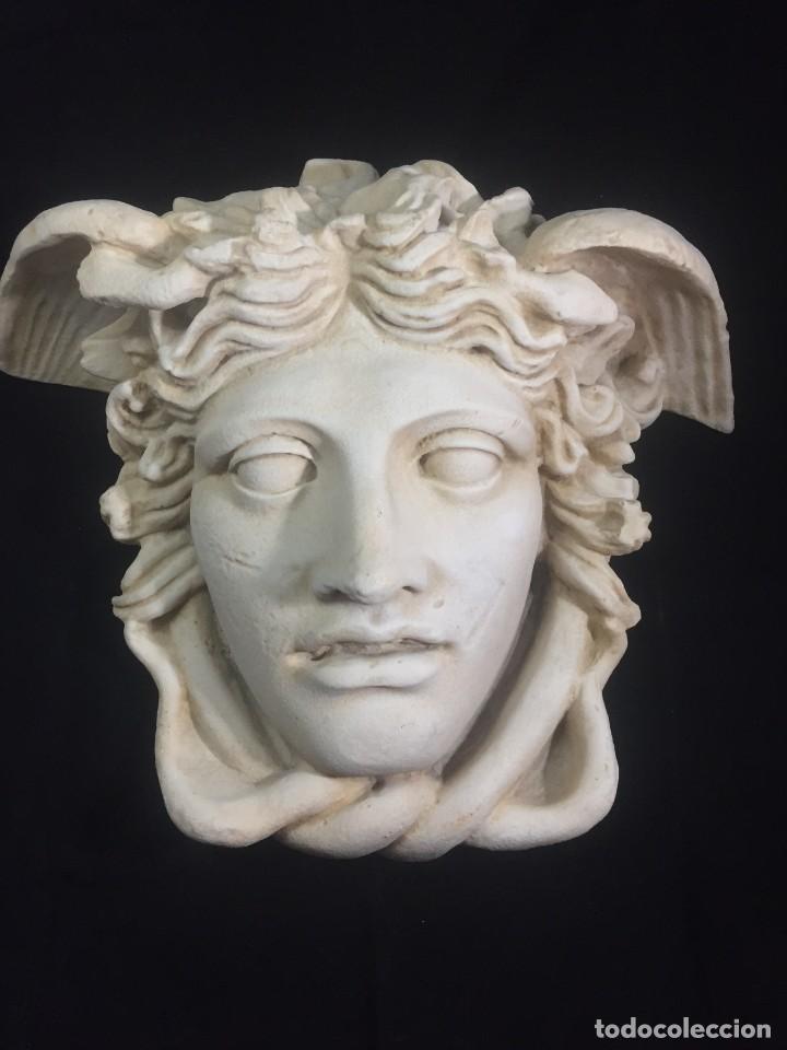 ESCULTURA FIGURA CABEZA DE MEDUSA DE RODANINI, 40 X 45 CMS. EN RESINA ALTA DENSIDAD 9 KGS. (Arte - Escultura - Resina)