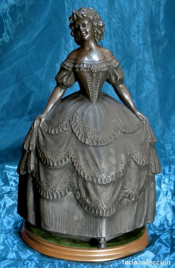 MAGISTRAL ESCULTURA DE TERRACOTA PATINADA EN PLATA. PPIOS SIGLO XX. FIRMADA G. ROVIRA. ARTE VALENCIA (Arte - Escultura - Terracota )