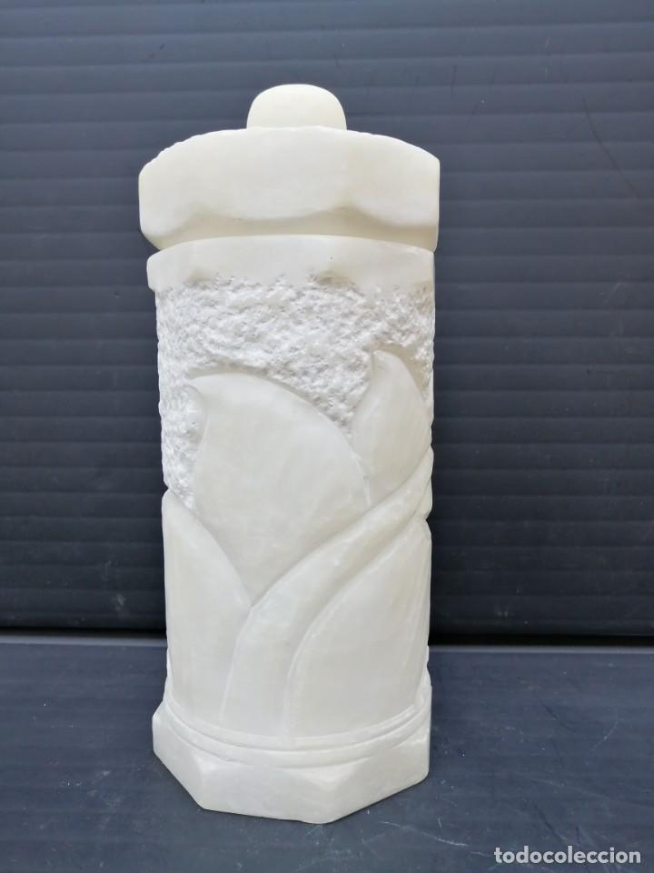 PRECIOSO JARRON DE ALABASTRO BLANCO CON TAPA (Arte - Escultura - Alabastro)