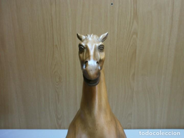 Arte: escultor kstillejo caballo tallado en madera con base de madera original firmado ver fotos - Foto 9 - 206141517