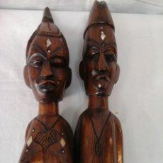 Arte: PAREJA DE AFRICANOS TALLADOS EN MADERA Y HUESO. Lote 206153083