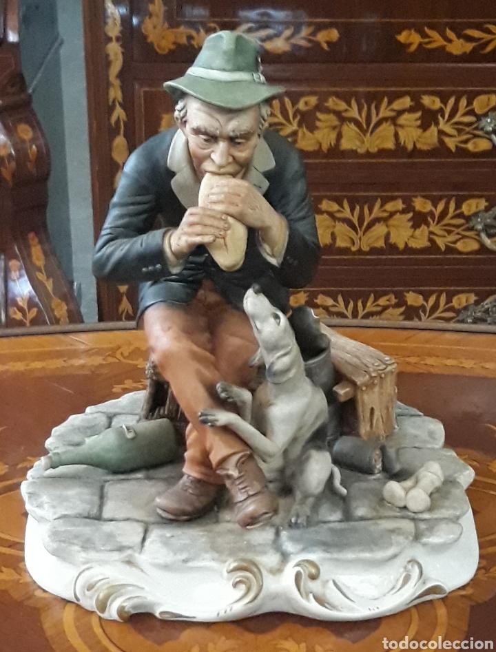 PORCELANA DEFENDI ITALIA EL COMER DEL VAGABUNDO (Arte - Escultura - Porcelana)