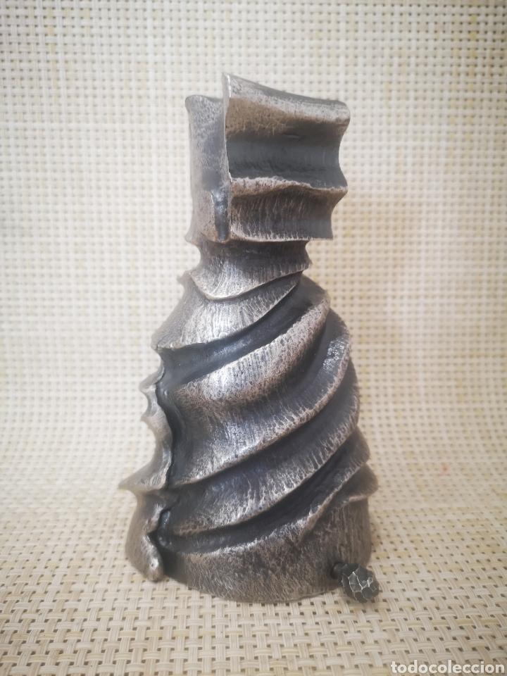 ESCULTURA BRONCE DISEÑO ESTUCHE PARA PLUMA PELIKAN GAUDI, NUMERADA. 488/1000 (Arte - Escultura - Bronce)