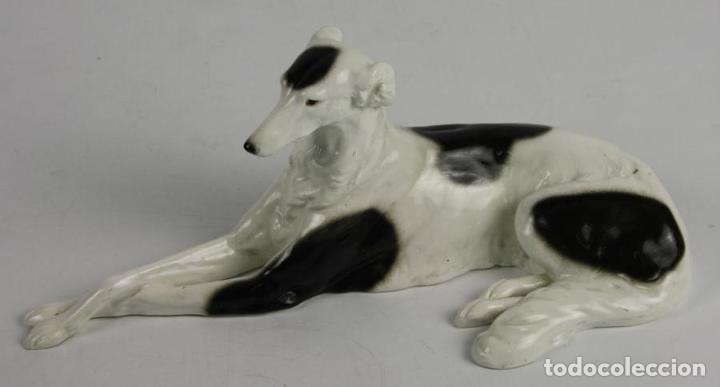 FIGURA DE PERRO. PORCELANA ESMALTADA. GOLDSCHEITER WIEN. 4535/719/10. AUSTRIA (Arte - Escultura - Porcelana)
