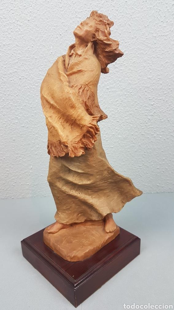 Arte: Bonita escultura de mujer en resinadel escultor Josep Bofill Moliné (Barcelona, 1942) - Foto 3 - 208486451