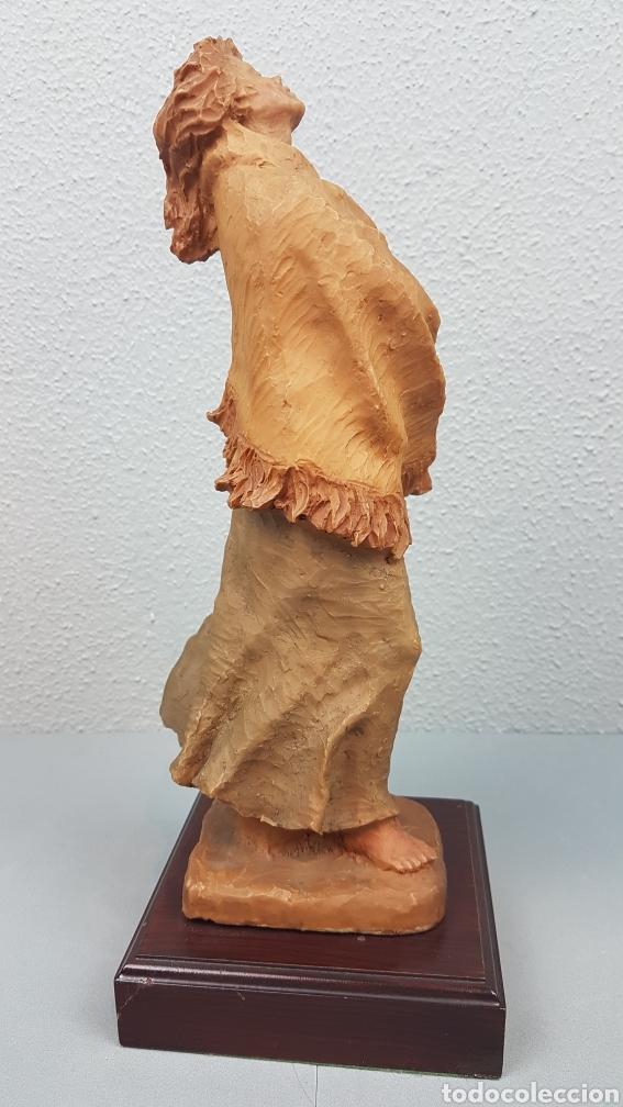 Arte: Bonita escultura de mujer en resinadel escultor Josep Bofill Moliné (Barcelona, 1942) - Foto 8 - 208486451