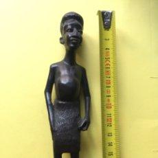 Arte: FIGURA AFRICANA MADERA ÉBANO. KENIA HECHA A MANO. Lote 208882365
