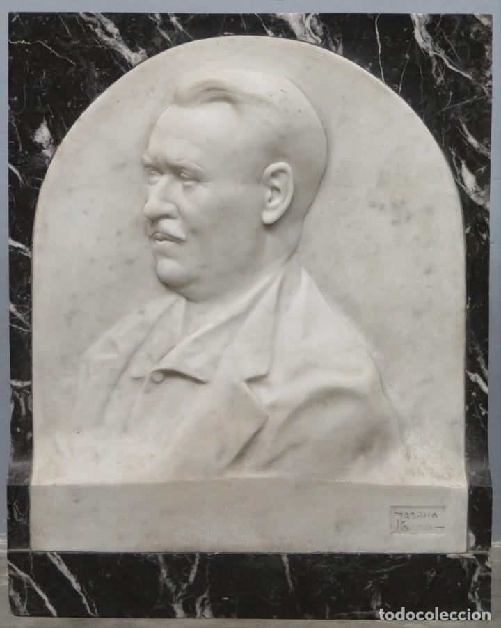 RETRATO EFIGIE DE CABALLERO EN BAJORRELIEVE. MARMOL. JUAN GURAYA (1893-1965). LA HABANA. 1925 (Arte - Escultura - Piedra)