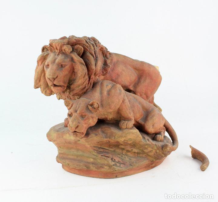 AGAPITO VALLMITJANA ABARCA, FIGURA DE TERRACOTA DE LEONES. 33X29X20 CM. (Arte - Escultura - Terracota )