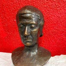 Arte: ANTIGUO BUSTO, ESCULTURA DE TERRACOTA IMITANDO EL BRONCE DE DANTE ALIGHIERI. FIRMADA. SIGLO XIX.. Lote 129109075
