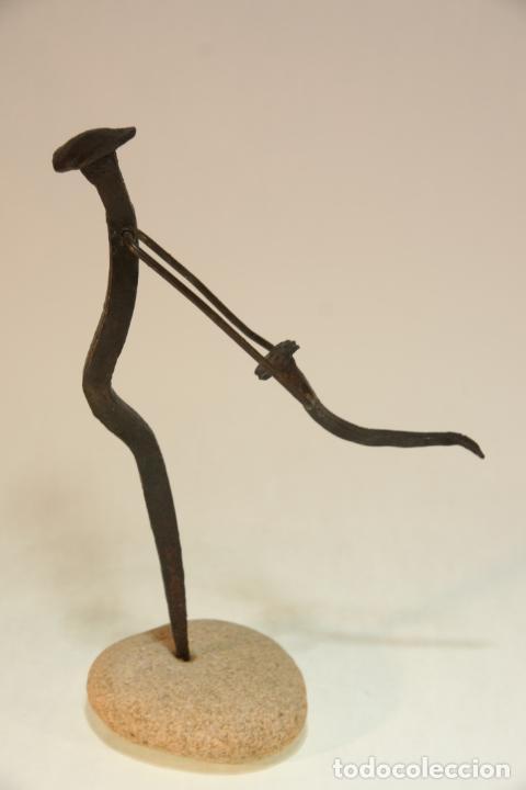PRECIOSA ESCULTURA DE MADRE E HIJO. REALIZADA CON MATERIALES RECICLADOS. PIEZA ARTESANAL Y ÚNICA. (Arte - Escultura - Hierro)