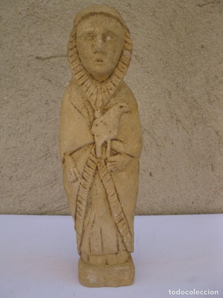ANTIGUA FIGURA RELIGIOSA TALLADA EN PIEDRA. (Arte - Escultura - Piedra)