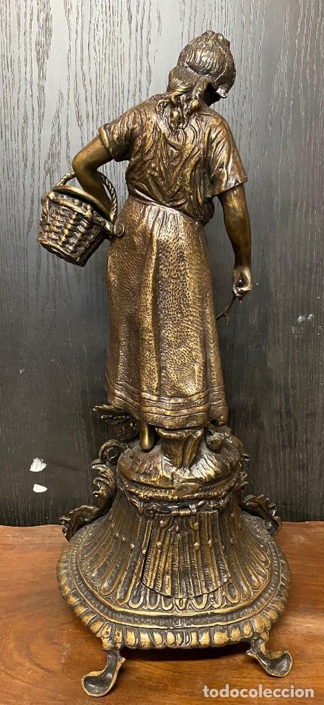 Arte: Antiguo reloj, escultura ,figura, de bronce macizo, modernista. 65x30x22cm Marcel Début - Foto 4 - 121351295