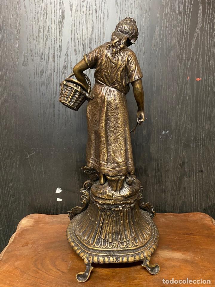 Arte: Antiguo reloj, escultura ,figura, de bronce macizo, modernista. 65x30x22cm Marcel Début - Foto 2 - 121351295