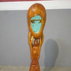 Arte: EXTRAÑA FIGURA ESCULTURA MADERA DE PINO J.T.A 2001 CON LUZ TAMAÑO 88CM ALTO. Lote 211594489
