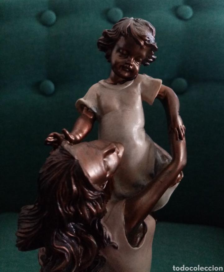 Arte: Bella figura_escultura de resina mujer cogiendo a un niño. Una imagen muy delicada 26cm alto - Foto 6 - 212266132