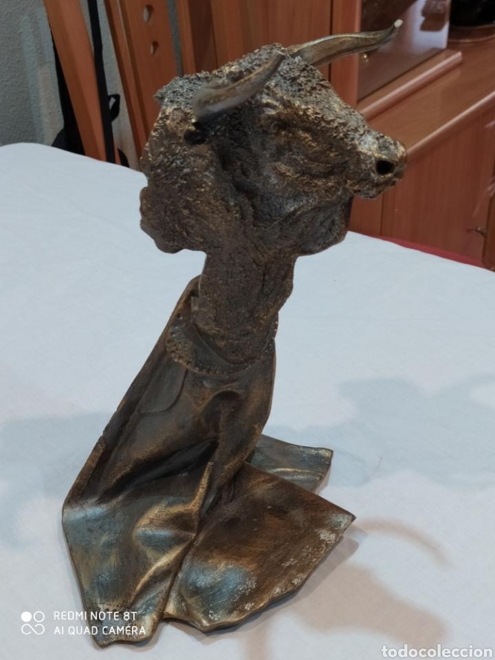 IMPRESIONANTE ESCULTURA DE TORO REALIZADA EN RESINA (Arte - Escultura - Resina)