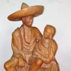 Arte: PAREJA DE MEXICANOS. ESCULTURA. CERÁMICA. MEXICO (?) SIGLO XX. Lote 212987380