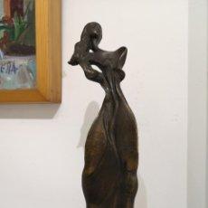 Arte: CAROSA DISSENY. TATOR. BELLA MUJER. RESINA PATINADA EN BRONCE.. Lote 213077836