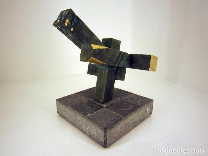 ESCULTURA CONSTRUCTIVISTA ABSTRACTA DE BRONCE Y MARMOL FIRMADA Y NUMERADA. PATXI ÁVILA. PRISOT_1. (Arte - Escultura - Bronce)