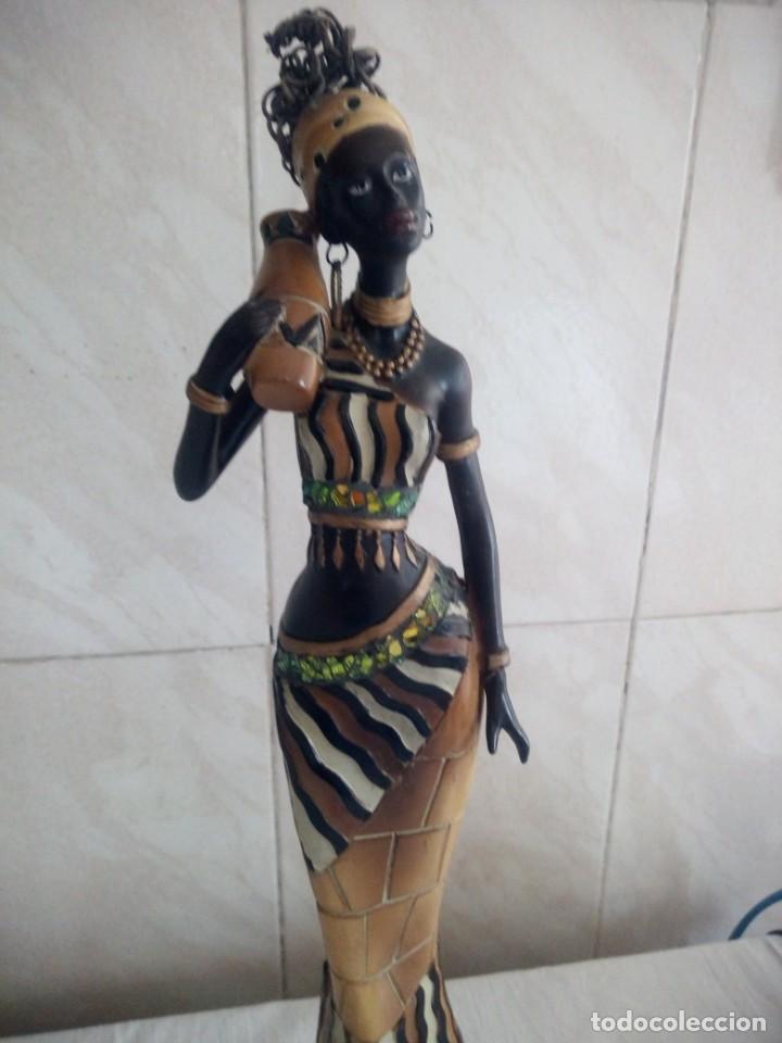 Arte: Mujer africana con cántaro de agua de resina. - Foto 3 - 213439076