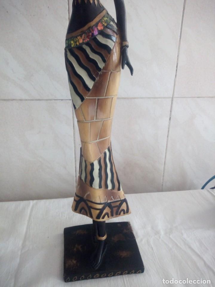 Arte: Mujer africana con cántaro de agua de resina. - Foto 4 - 213439076