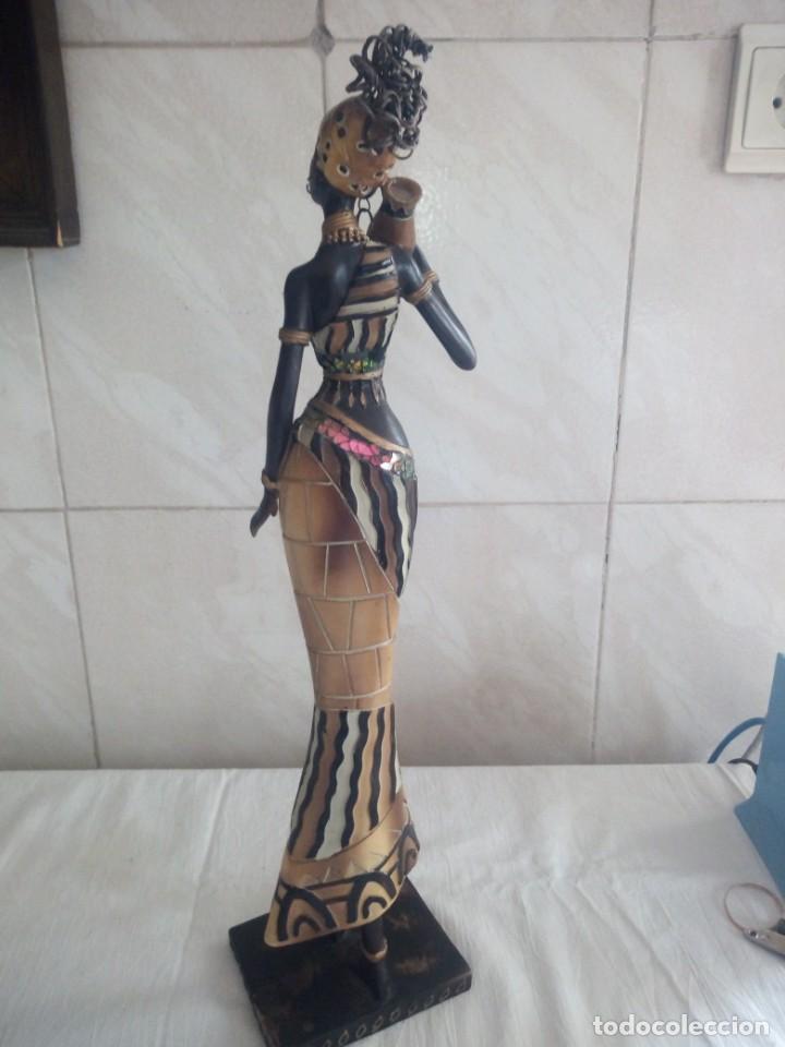Arte: Mujer africana con cántaro de agua de resina. - Foto 5 - 213439076
