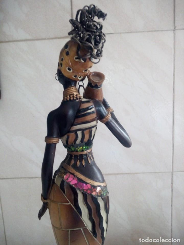 Arte: Mujer africana con cántaro de agua de resina. - Foto 6 - 213439076