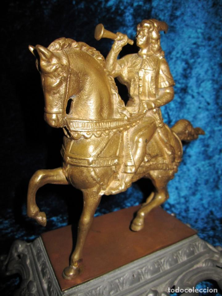 Arte: Figura jinete sobre caballo bronce cartero real peana labrada - Foto 3 - 213820127