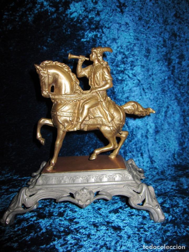 Arte: Figura jinete sobre caballo bronce cartero real peana labrada - Foto 5 - 213820127